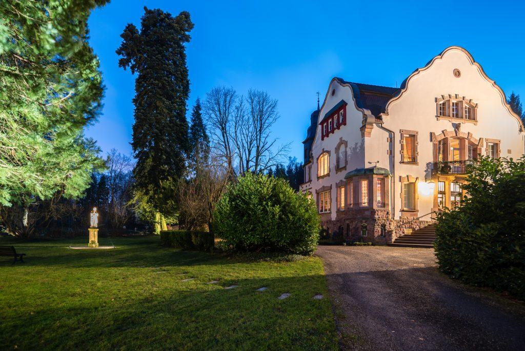 SEDE-Creutzwald-Villa Notre-Dame de la Clairière-Fachada-Anoitecendo10
