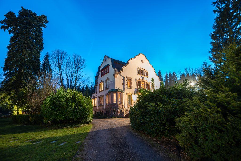 SEDE-Creutzwald-Villa Notre-Dame de la Clairière-Fachada-Anoitecendo9